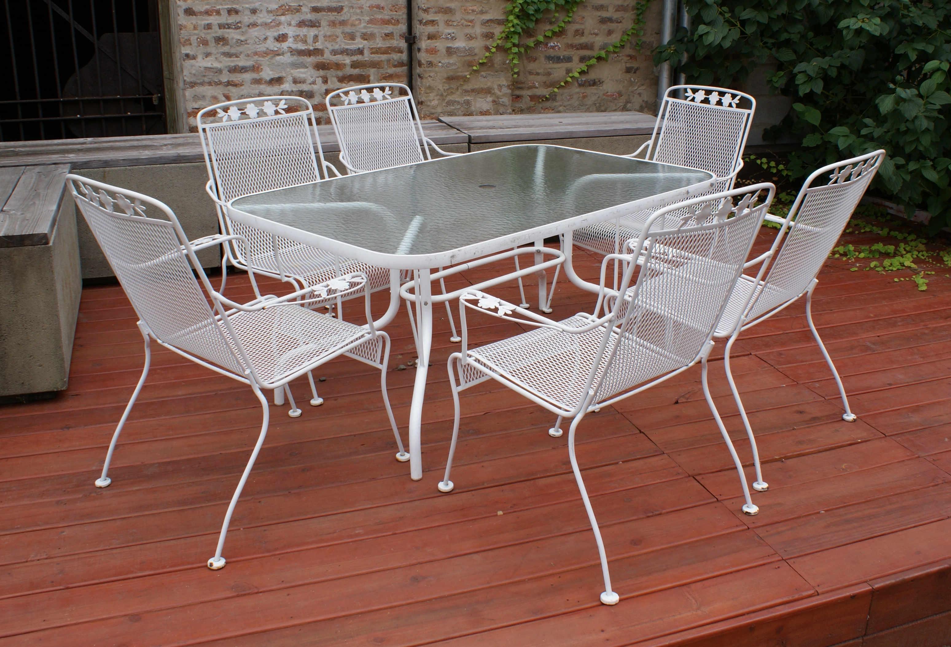 Patio Table w Glass Top and 6 Chairs – Salvage e