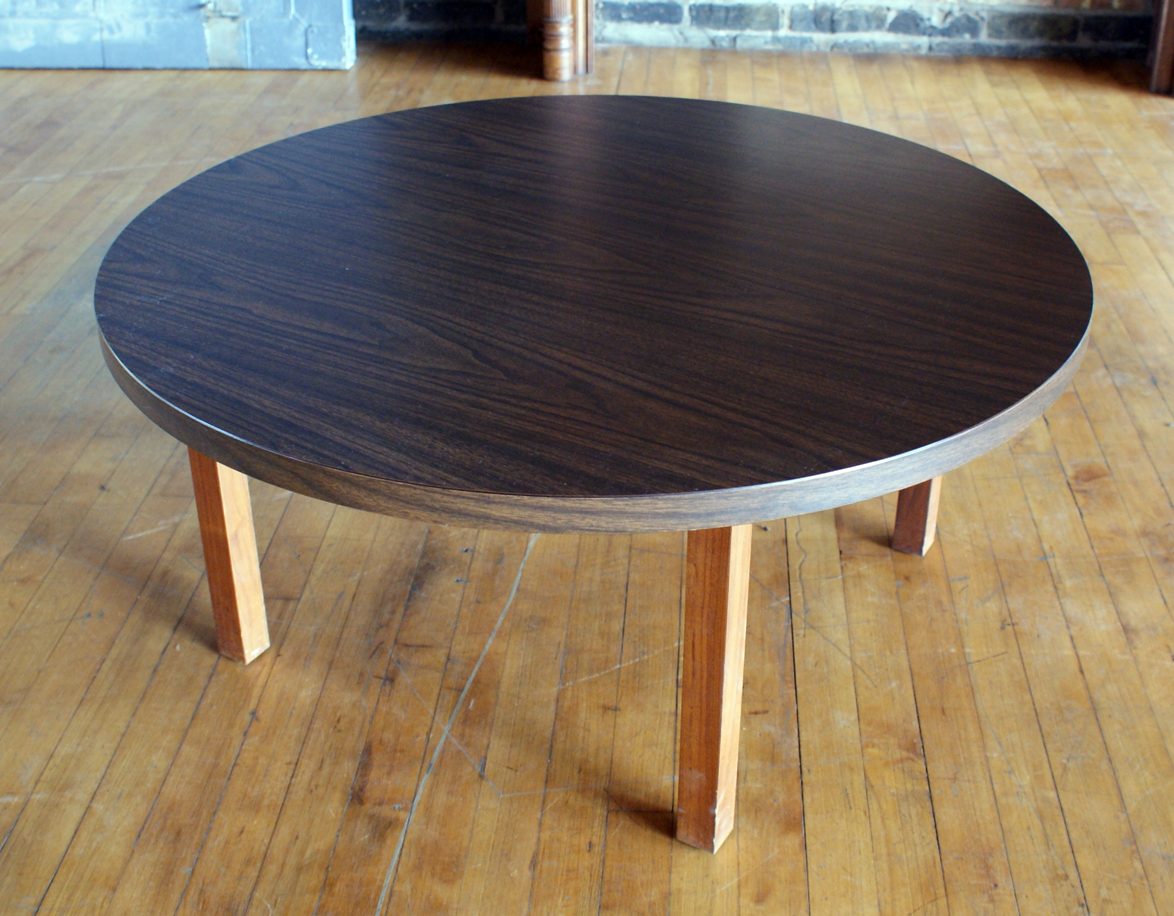 MCM Style Round Laminate Coffee Table – Salvage e